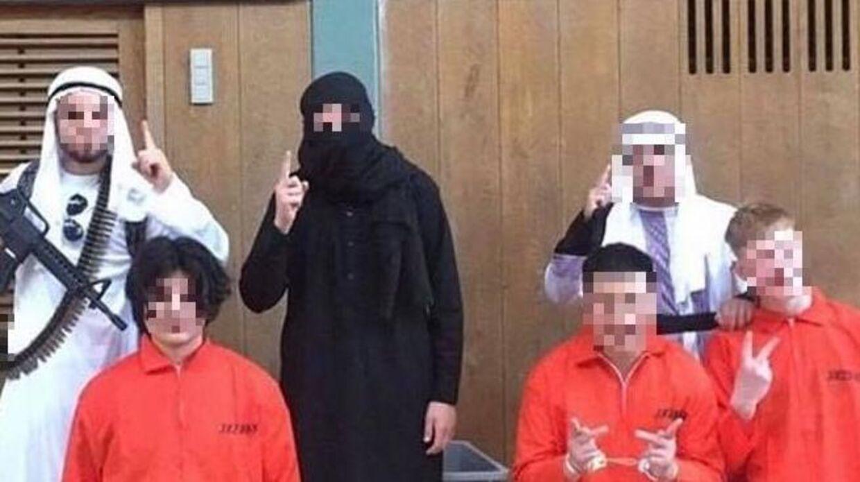Seks elever valgt at klæde sig ud som Islamisk Stat til sidste skoledag.