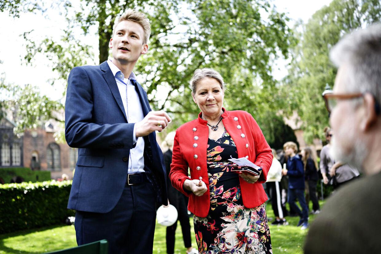 EP19: Peter Kofod og Pia Adelsteen efter Dansk Folkeparti har holdt pressemøde om det kommende Europa-Parlamentsvalg i Bibliotekshaven ved Christiansborg i København, fredag den 24. maj 2019. Foto: Philip Davali/Ritzau Scanpix