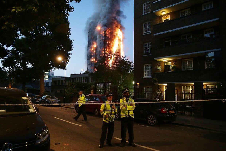 I juni 2017 brød et 24 etager højt boligbyggeri i London i brand. Mere end 70 personer døde og lige så mange kom til skade.
