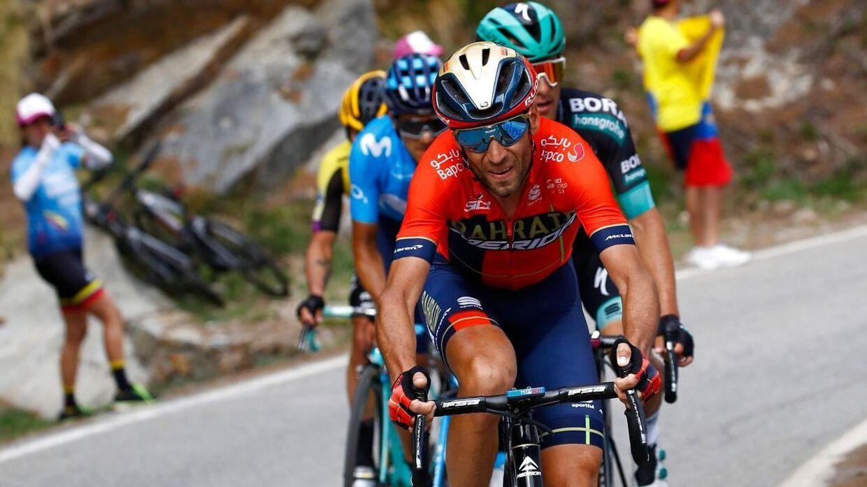 Team Bahrains Vincenzo Nibali fører an på 13. etape af Giro d'Italia.