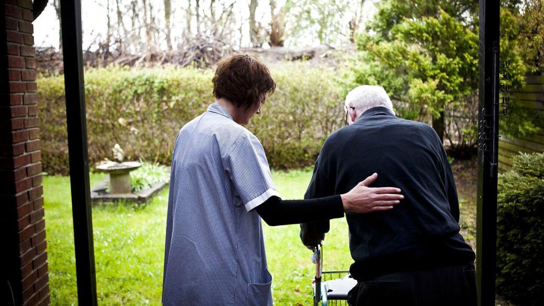 I Slagelse har ukendte gerningsmænd stjålet jakker fra hjemmeplejen. Ældre borgere advares mod tricktyve, der kan bruge jakkerne til at legitimere sig som hjemmehjælpere og få adgang til borgernes hjem. ARKIVFOTO
