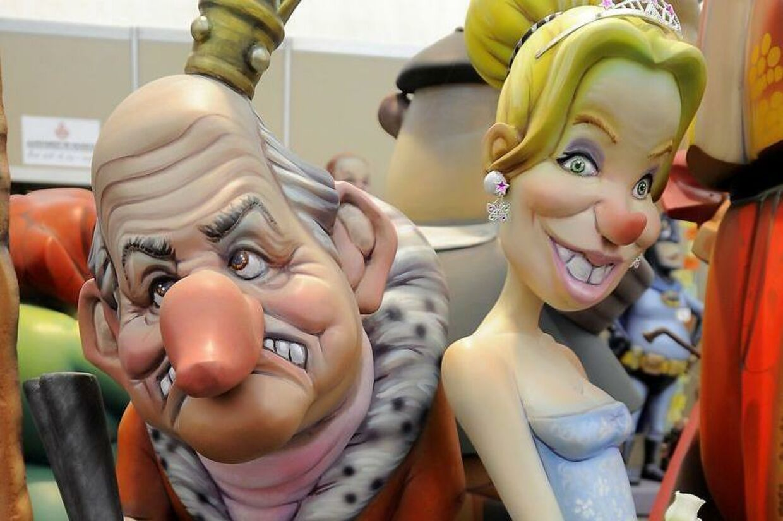 Under den årlige satire-hyldest i Valencia, valgte man i 2014 at udstille kong Juan Carlos og hans halvt danske elskerinde i papmache, for senere at brænde dem på bålet.