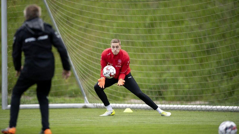Lars Høgh var mandag tilbage som målmandstræner for landsholdet efter et kræftforløb.