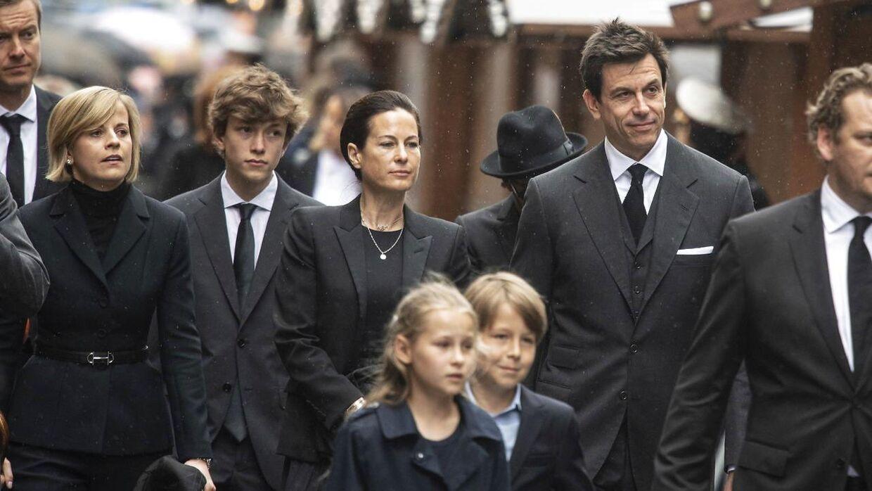 Her ses Niki Laudas familie. I midten er enken Birgit og parrets børn Lukas (h) og de små Mia og Max.