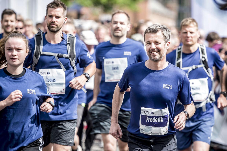 (ARKIV) Kronprins Frederik løber Royal Run i Aarhus, mandag den 21. maj 2018. Kronprinsen er udskrevet fra Rigshospitalet efter diskusprolapsoperation. Officielle aktiviteter er aflyst.. (Foto: Mads Claus Rasmussen/Ritzau Scanpix)