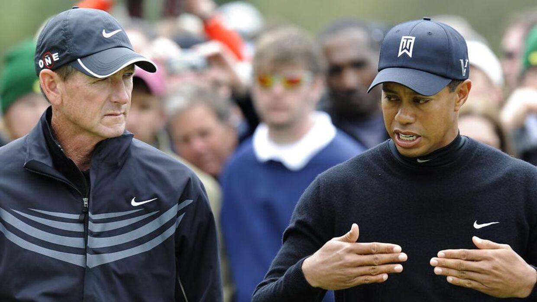 Tiger Woods (th.) med Hank Haney.
