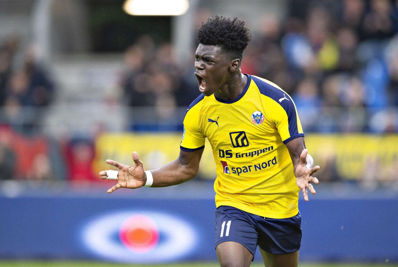 Hobros Emmanuel Sabbi har scoret til 1-0 i Superliga-playoff kampen mellem Hobro IK og Viborg FF på DS Arena i Hobro , 30. maj 2019.