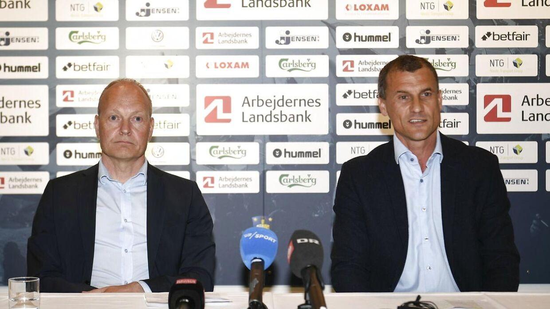 Her ses kommende cheftræner Niels Frederiksen og sportsdirektør Ebbe Sand til pressemøde på Brøndby Stadion.