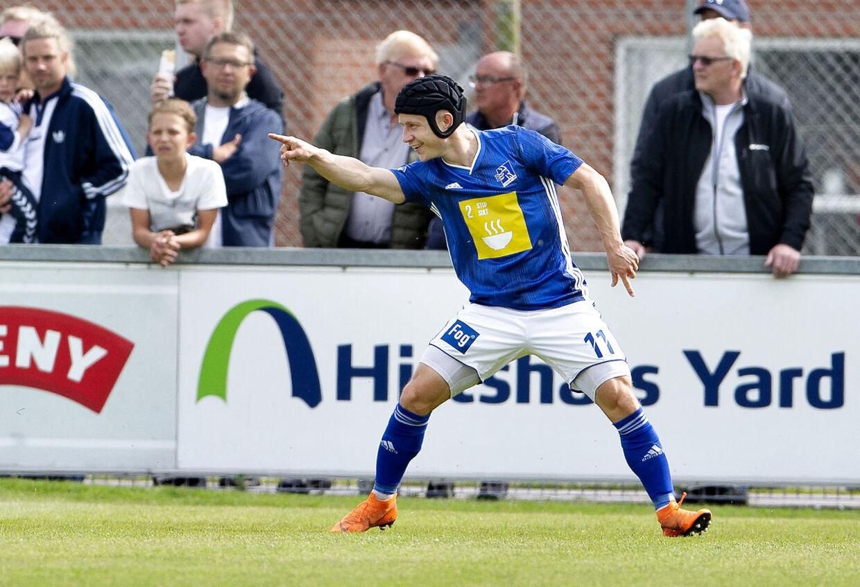 Lyngby BKs Jeppe Kjær har scoret til 1-0 i Superliga-playoff-kampen mod Vendsyssel FF.
