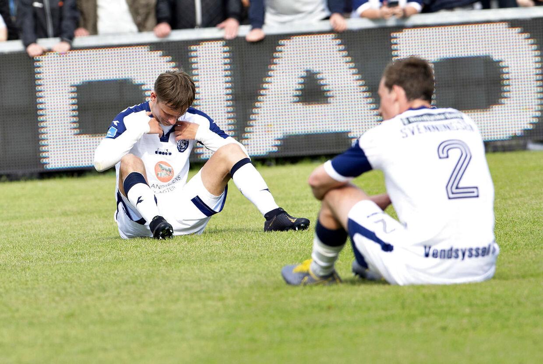 Vendsyssel-spillerne Jeppe Svenningsen og Andreas Kaltoft ærgrer sig over nedrykningen.