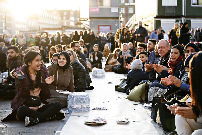 Muslimsk Lokalhjælp byder velkommen til Iftar på Rådhuspladsen, hvor de vil bryde fasten sammen med alle, der har lyst til at være med, muslimer som ikke-muslimer lørdag den 1. juni 2019. Foto: Philip Davali/Ritzau Scanpix