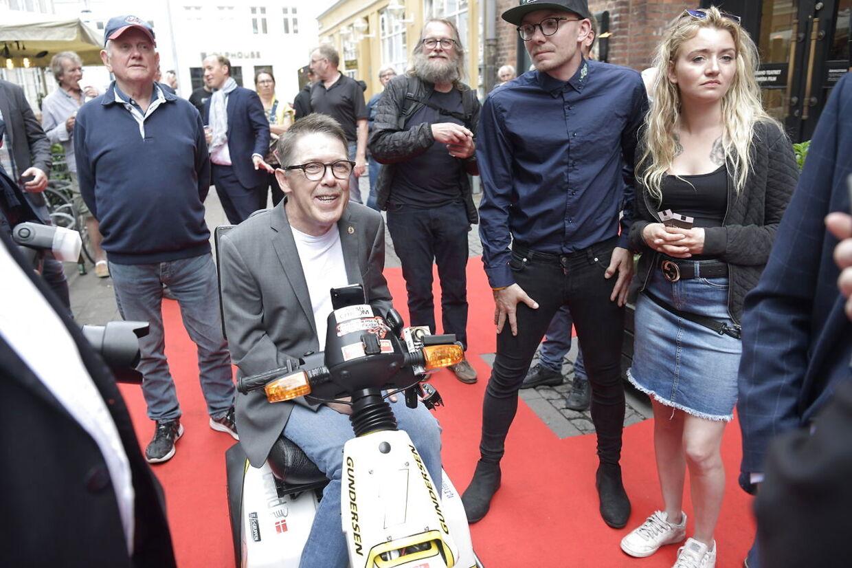 Erik Gundersen ankommer til Grand Teatret.