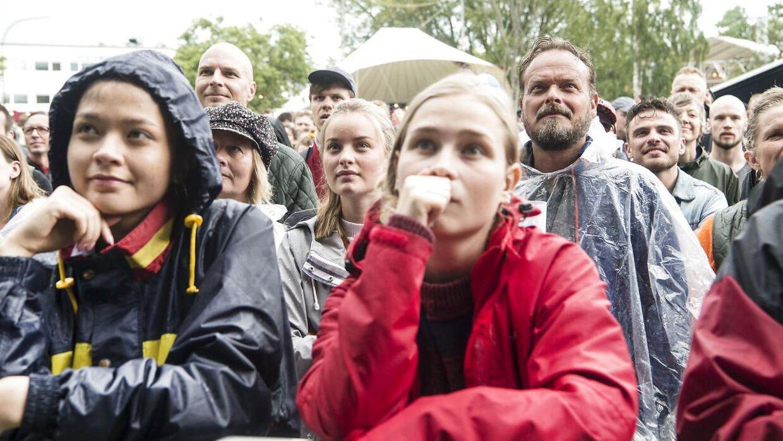 Regnvåde Northside-gæster lørdag eftermiddag. Her fotograferet til Jonah Blacksmith.