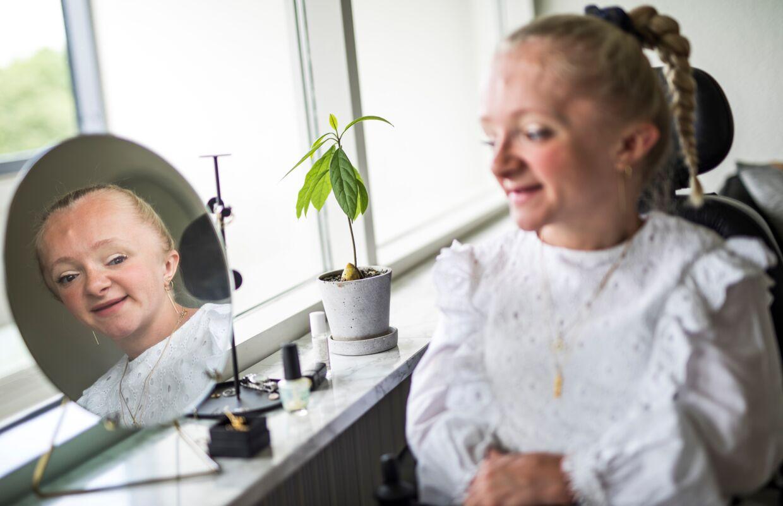 Marie Holm Laursen er en livsglad pige, også selvom hun er hårdt ramt af sin sygdom.