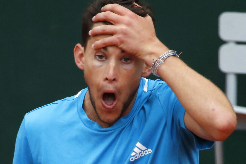 Dominik Thiem i aktion i French Open-finalen mod Rafael Nadal.