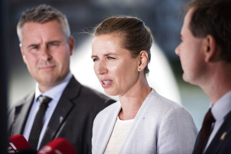 Det er et hårdt slag for Socialdemokratiet, at Henrik Sass Larsen har sygemeldt sig, mener Erik Holstein.