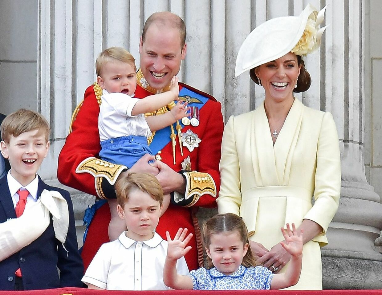 Her ses Albert Windsor sammen med prins William, hertuginde Kate og deres tre børn - George, Charlotte og Louis.