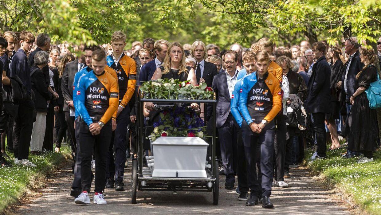 Cykelrytteren Andreas Byskov, der den 31. maj blev dræbt under et cykelløb, blev onsdag bisat fra Grundtvigs Kirke i København.