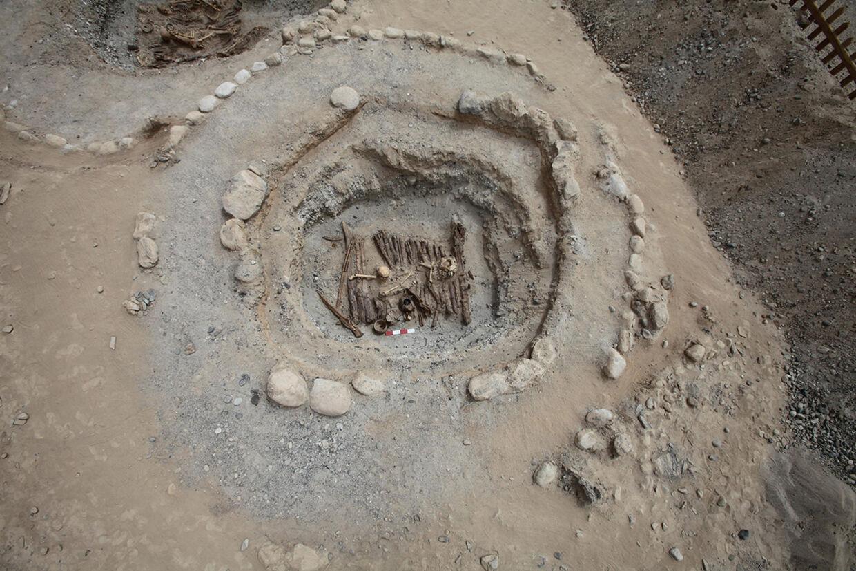 Der er fundet rester af cannabis i røgelsesbrændere, som blev anvendt ved begravelsesritualer i Kina i Pamir-bjergene for omkring 2500 år siden. Der er tale om det hidtil ældste bevis på anvendelse af cannabis som rusmiddel, siger botaniker. Handout/Reuters