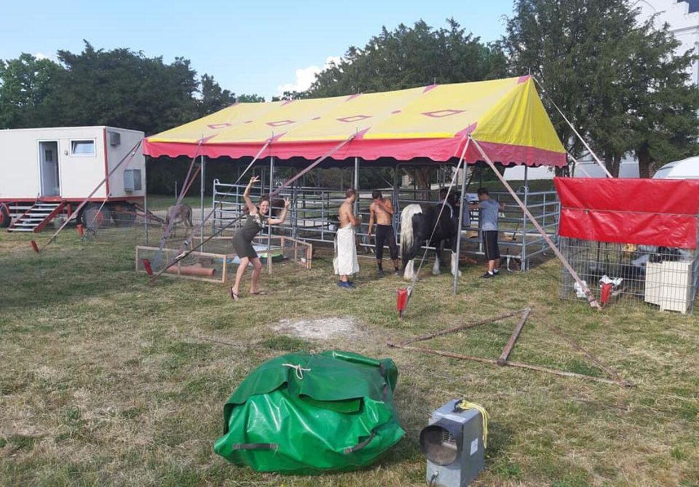 Her ses cirkuspersonalet, som Patrick Cakirli tilbragte en dag med