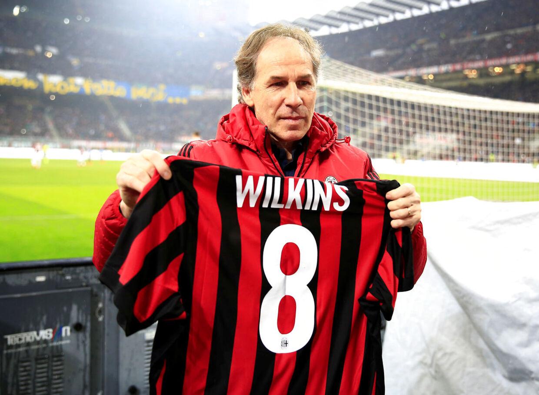 Den tidligere AC Milan-spiller Franco Baresi hylder Ray Wilkins efter nyheden om englænderens død.