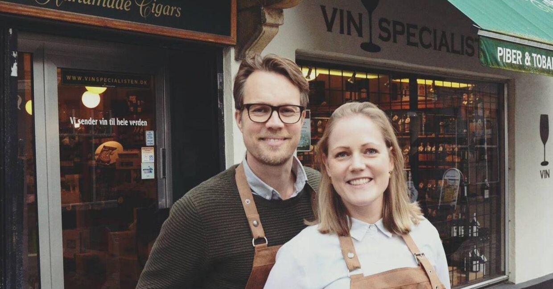 Jesper Dupont og Anne-Mette Styhm Olesen foran deres forretning.