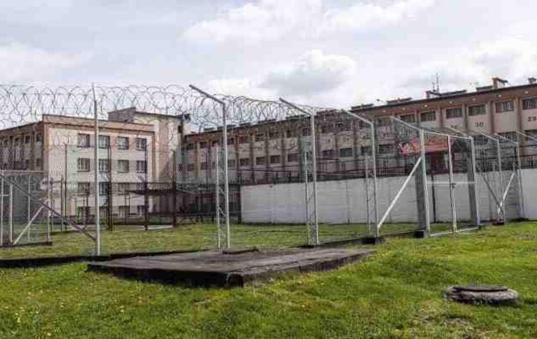 Den unge dansker er foreløbig blevet anbragt i fængslet i Rzesow, der huser 1200 af Polens farligste forbrydere.