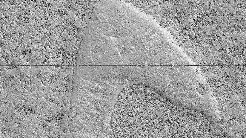 Et billede af Mars ligner Star Trek-logoet.