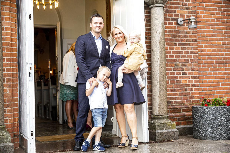 Peter Schmeichel datter, Cecilie, med manden Joachm og børnene Sofie og Noa.