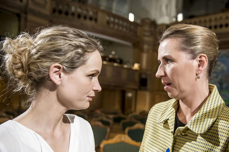 Mette Frederiksen og Pernille Skipper efter partilederdebatten på Christiansborg i København under Folketingsvalget 2019.