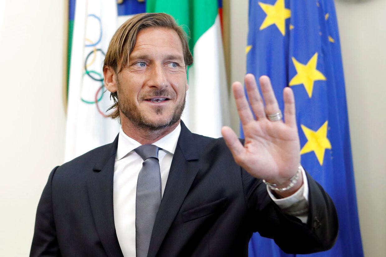 Francesco Totti har mandag sagt 'ciao' til AS Roma.