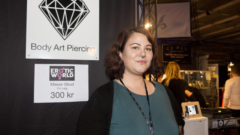 Hannah har sin egen piercing-butik 'Bellmod Piercing'. (Foto: Malene Porup)