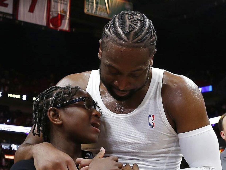 Dwayne Wade sammen med sin søn, Zion.
