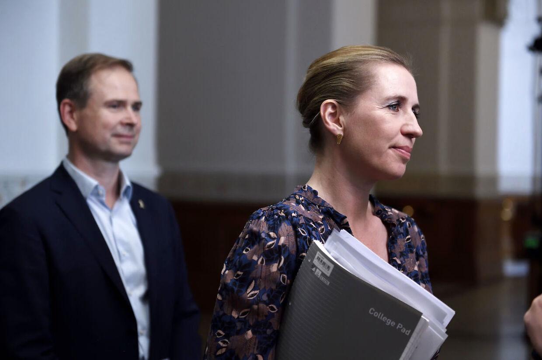 Mette Frederiksen og Nicolai Wammen fra Socialdemokratiet ankommer til dagens regeringsforhandlinger på Christiansborg, onsdag den 19. juni 2019. (Foto: Tariq Mikkel Khan/Ritzau Scanpix)