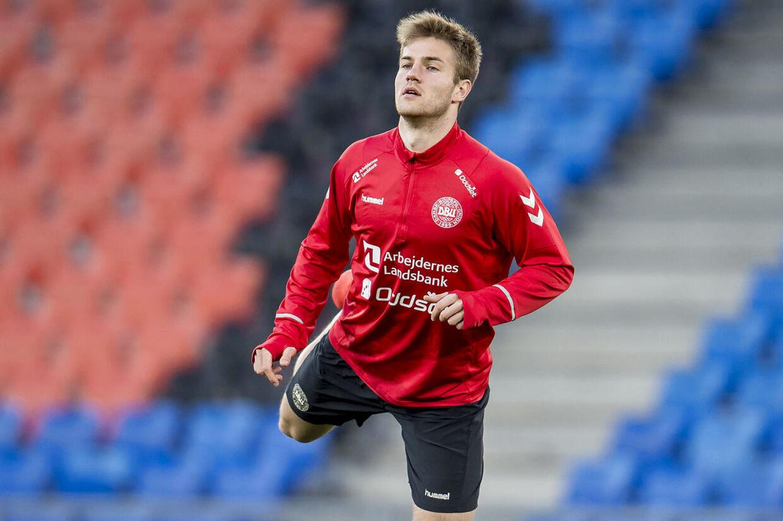 Joachim Andersen med A-landsholdet i Schweiz.