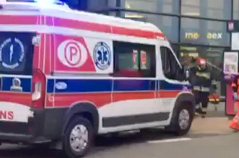 Motorsagkyndig i den polske by Rybnik stod ikke til at redde, efter han var blevet kørt ned under en køreprøve. Billedet af ambulancen er ikke fra den konkrete ulykke. (Arkivfoto). Social Media/Reuters