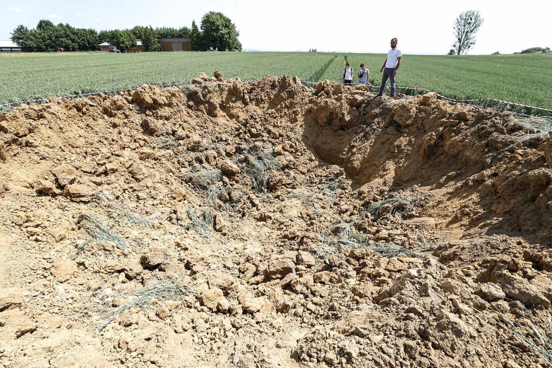 Bomben sprang på en mark ved byen Ahlbach, omkring 80 kilometer fra storbyen Frankfurt.