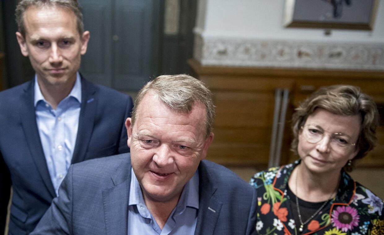 Lars Løkke Rasmussen, Kristian Jensen og Karen Ellemann ankommer til lokalerne på Christiansborg hvor de første regeringsforhandlinger skal foregå fredag den 7. juni 2019. Med Mette Frederiksen som kongelig undersøger går regeringsforhandlingerne i gang efter folketingsvalget 2019.