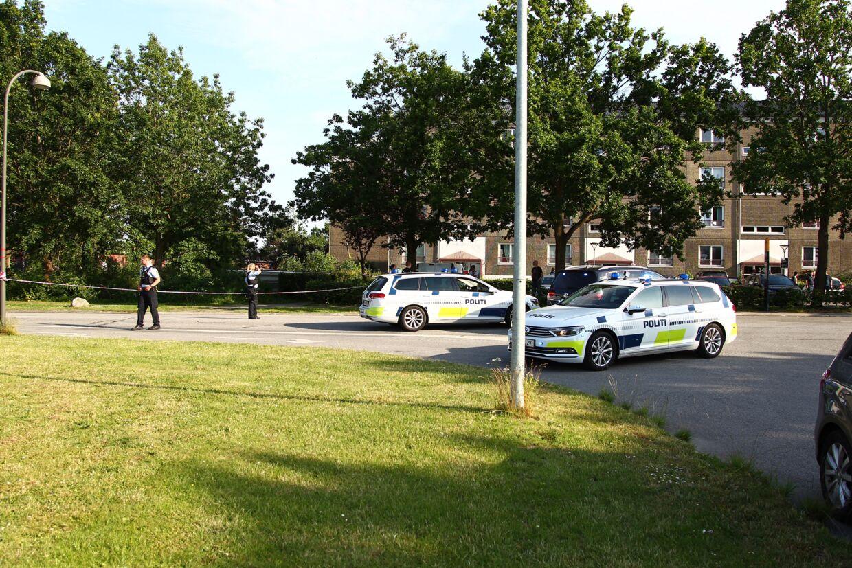 Politiet afspærrede et stort område omkring gerningsstedet, efter dobbeltdrabet i Herlev.