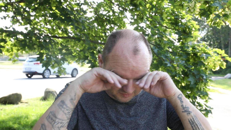 Mints stedfar, Frank, har svært ved at sætte ord på nyheden om, at Mint nu skal hjem til Danmark (Foto. Nikolai Linares)