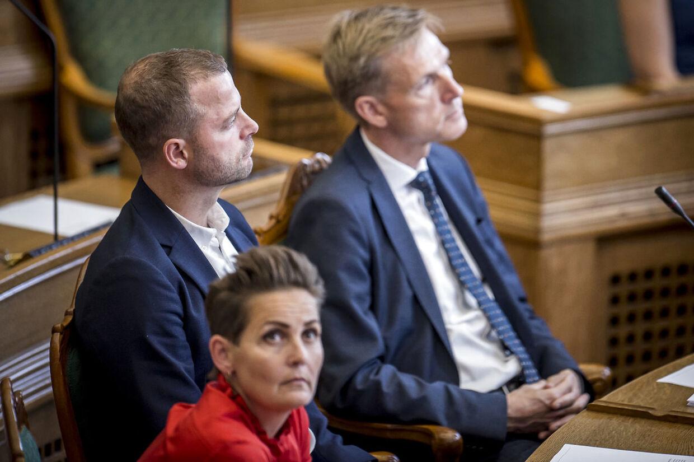 Pia Olsen Dyhr (SF), Morten Østergaard (R) og Kristian Thulesen Dahl (DF) under møde i folketingssalen, fredag den 21. juni 2019.