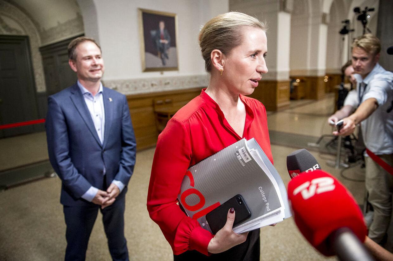 Mette Frederiksen og Nicolai Wammen fra Socialdemokratiet ankommer til de afsluttende regeringsforhandlinger i Landstingssalen på Christiansborg, tirsdag 25. juni 2019.