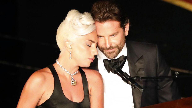 Lady Gaga og Bradley Cooper under årets Oscar-uddeling.