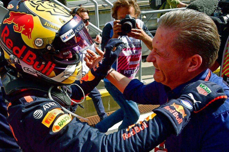 Max Verstappen fejrer sidste års sejr i det østrigske grandprix med sin far.