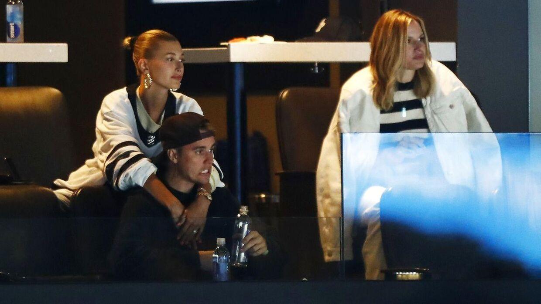 Justin Bieber og konen Hailey Rhode Bieber mener, at Taylor Swift forsøger at vende sine mange fans mod dem og manageren Scooter Braun. (Foto: Scanpix)