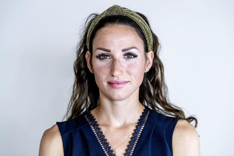 Loulou Fuglsang er stresset under hele Tour de France. Især, når hun ved, at hendes mand Jakob Fuglsang skal køre ned ad de stejle bjerge.
