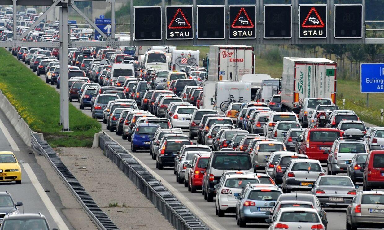 Får at undgå myldretid og kø ned gennem Tyskland vælger mange danske kør-selv-turister at køre tidligt på dagen. (Arkivfoto)