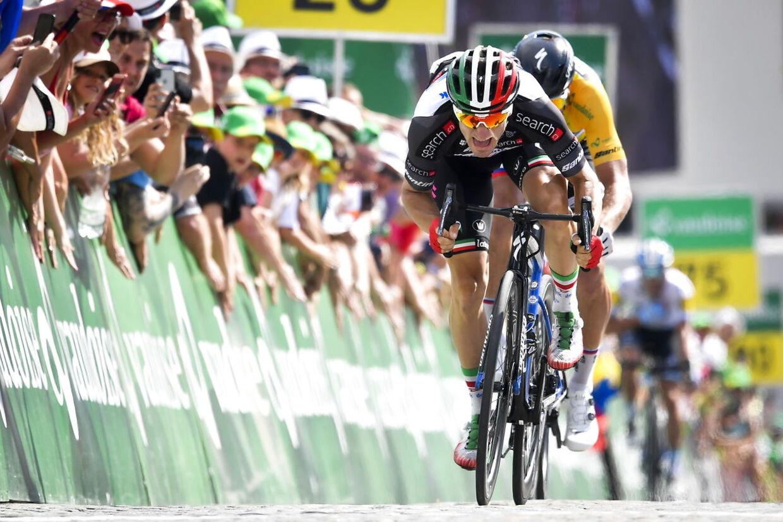 Elia Viviani slår her Peter Sagan i en spurt i Schweiz Rundt, hvor italieneren vandt to etaper.