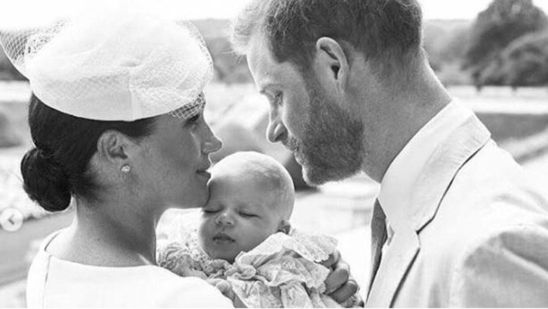Prins Archie, Harry og Meghans søn, er blevet døbt lørdag.