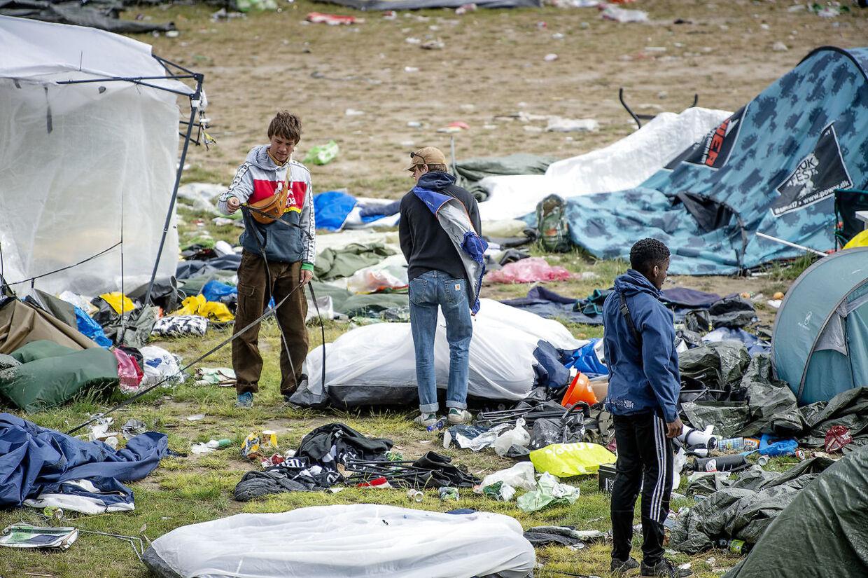 Roskilde Festival 2019 dagen derpå. Søndag er hjemrejsedag, og en masse affald efterlades.